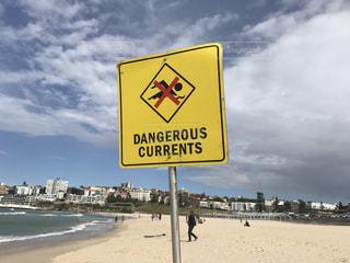 遊泳禁止の看板の写真・画像素材[1354738]