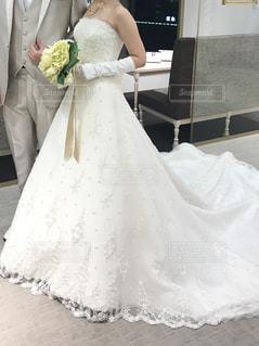 たくましい二の腕とウェディングドレスの写真・画像素材[1340840]