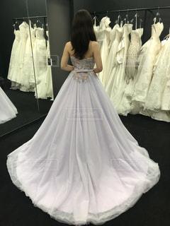ラベンダー色のドレスの写真・画像素材[1527320]