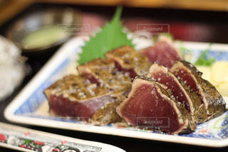 高知で食べた鰹のタタキの写真・画像素材[1548921]