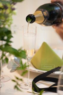 乾杯用のシャンパンの写真・画像素材[1554060]