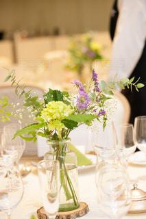 ゲストテーブル装花の写真・画像素材[1555657]