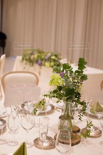 ゲストテーブル装花の写真・画像素材[1555659]