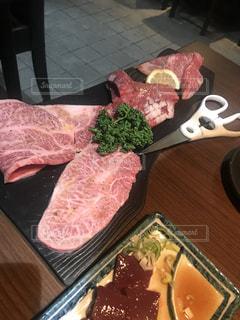 焼く前の牛肉の写真・画像素材[1556411]
