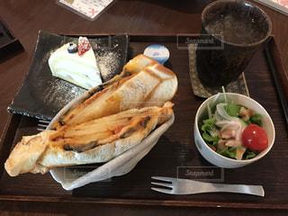 カフェで食べたホットサンドのランチセットの写真・画像素材[1592677]