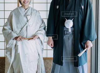 紋付袴と白無垢を着た夫婦の写真・画像素材[1625314]