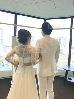 タキシードとウェディングドレス試着の写真・画像素材[1625323]