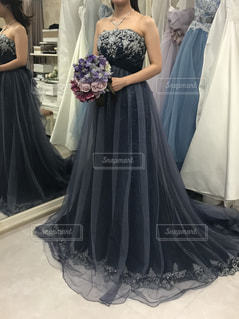 カラードレスを着た女性の写真・画像素材[1625348]