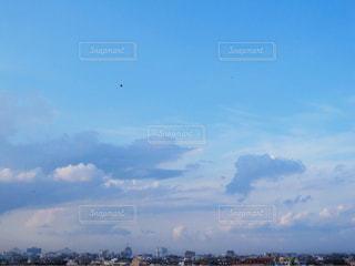 高く上がった凧の写真・画像素材[1691646]