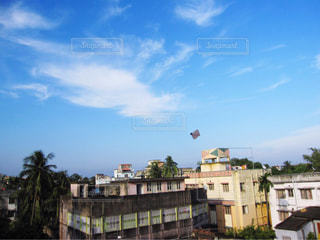 屋上で凧あげの写真・画像素材[1691647]