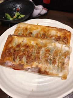 お皿の上の焼き餃子の写真・画像素材[1847489]