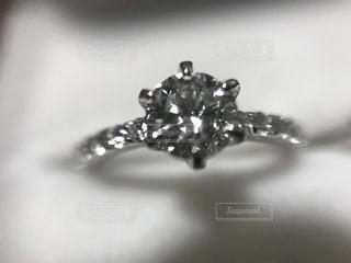 婚約指輪のアップの写真・画像素材[2069083]