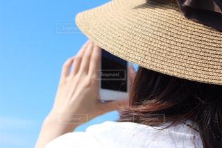 スマホで景色を撮影の写真・画像素材[2250081]