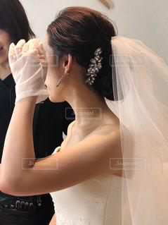 ウェディングドレスを着た女性の写真・画像素材[2344405]