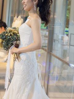 ウェディングドレスを着た女性の写真・画像素材[2421827]