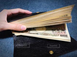 大金の入った財布の写真・画像素材[2432100]
