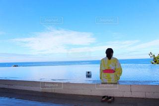 足湯に浸かる女性の写真・画像素材[2582742]