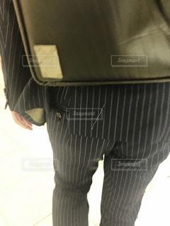 サラリーマンの後ろ姿の写真・画像素材[2686361]