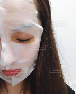 フェイスマスク中の女性の写真・画像素材[2775368]