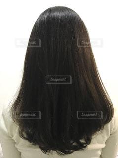 女性の後ろ姿の写真・画像素材[2882259]