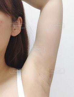 女性の脇の下の写真・画像素材[3327562]
