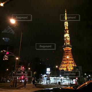 夜の街の東京タワーの写真・画像素材[1355438]