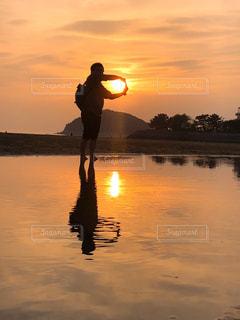 夕日と一緒にの写真・画像素材[2120745]