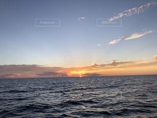 海に沈む夕日の写真・画像素材[1340398]