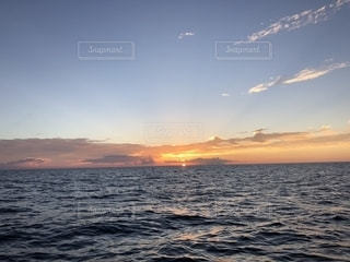 海に沈む夕日の写真・画像素材[1340399]