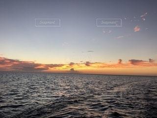 海に沈む夕日の写真・画像素材[1340402]