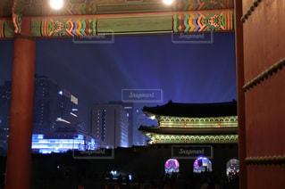 ライトアップの景福宮の写真・画像素材[1352396]