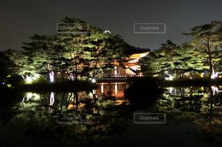 景福宮ライトアップされた慶会楼の写真・画像素材[1352402]