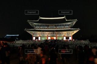 韓国ライトアップされた景福宮の写真・画像素材[1352433]