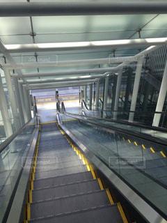 駅のエスカレーターの写真・画像素材[1358436]