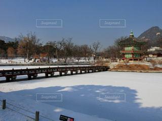 雪の景福宮・香遠亭の写真・画像素材[1362973]
