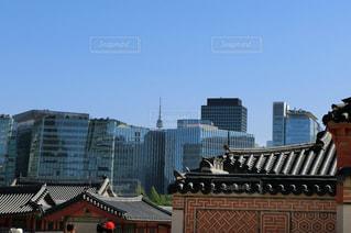 景福宮から臨むビル群とソウルタワーの写真・画像素材[1375197]