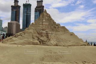 釜山・海雲台(ヘウンデ)砂祭り。高層ビルとの対比…の写真・画像素材[1375331]