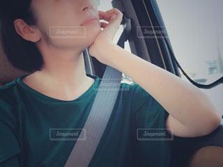 selfie を取る若い女性の写真・画像素材[1432227]