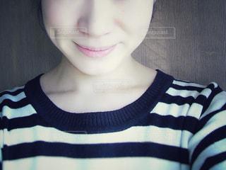 女性の顔のアップの写真・画像素材[1443056]