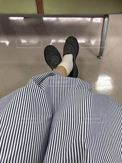 女性の足元の写真・画像素材[1458235]