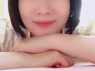 女性の顔のアップの写真・画像素材[1488612]