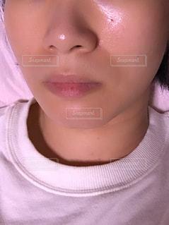 女性の顔のアップの写真・画像素材[1491581]