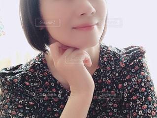 女性の顔のアップの写真・画像素材[1504062]
