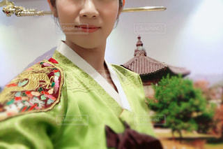 チマチョゴリを着た女性のアップの写真・画像素材[1591461]