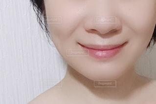 女性の顔のアップの写真・画像素材[1639322]