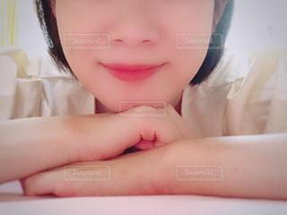 女性の顔のアップの写真・画像素材[1641730]