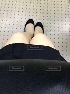 女性の足元の写真・画像素材[2777812]