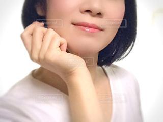 女性の顔のアップの写真・画像素材[2889929]