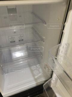 空の冷蔵庫の写真・画像素材[1800542]