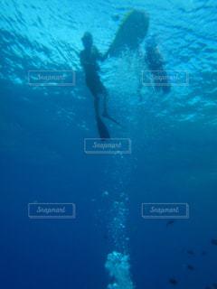 ダイビングからの海面の写真・画像素材[1357546]